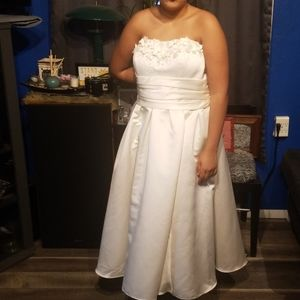 NWT David's Bridal strapless wedding dress